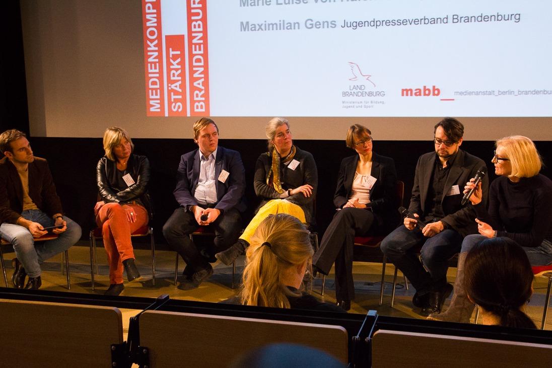 """Podiumsdiskussion auf der Netzwerktagung """"Medienkompetenz stärkt Brandenburg"""" am 25. November 2015"""
