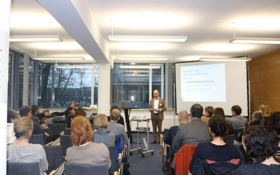 Medien- und Demokratiebildung vereint: Neujahrsempfang des lmb e.V.